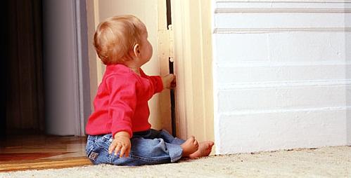 vinger tussen de deur