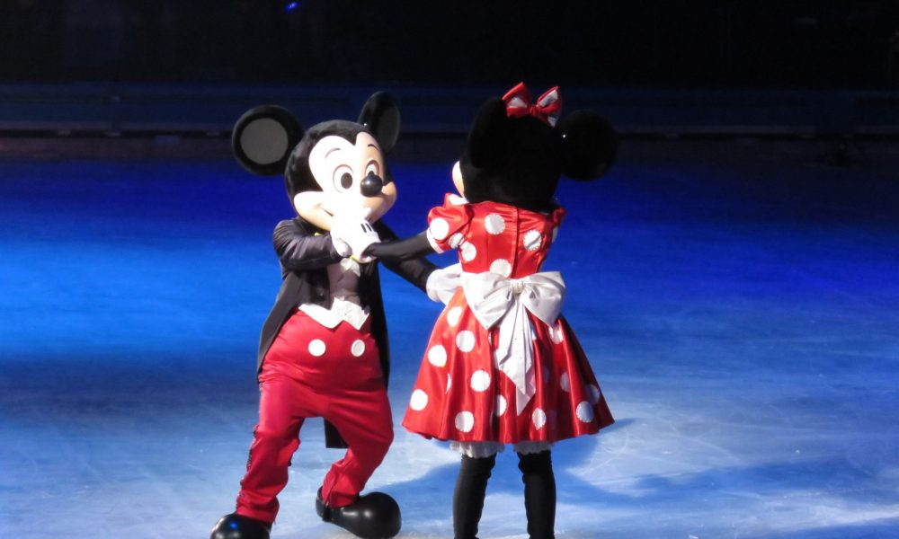 Disney on ice viert 100 years of Magic